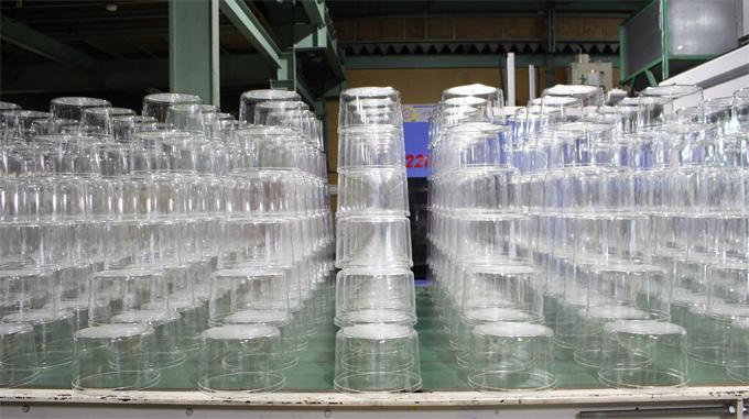 容器の成形風景